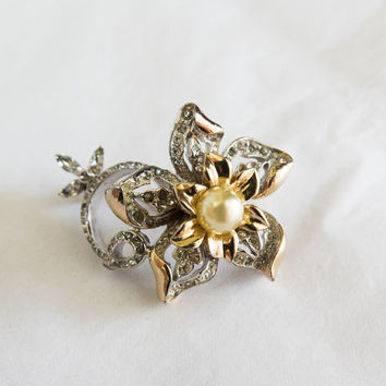 Stunning Reja Vintage Rhinestone and Faux Pearl Brooch Marked Reja