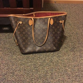 ONETOW Authentic Louis Vuitton NEVERFULL NM Medium handbag.