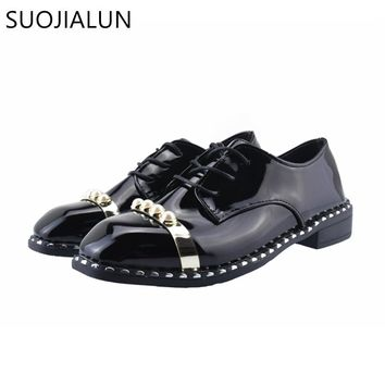 SUOJIALUN Women Flat Patent Leather Oxfords Fashion Round Toe Lace-up Women Casual Shoes British Style Women Brogue Shoes