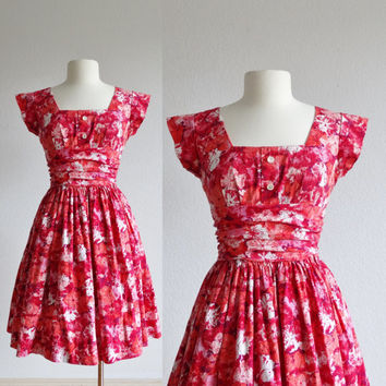1950s pink red floral dress - 50s vintage cotton dress - fit and flare skater full skirt - short sleeve sundress - flower print - small s m