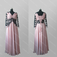 Illusion Long Sleeves Evening Dresses Sexy V Neck Skin Pink with Black Appliques Lace up Back Women Formal Gowns Mother Dresses Prom Dresses