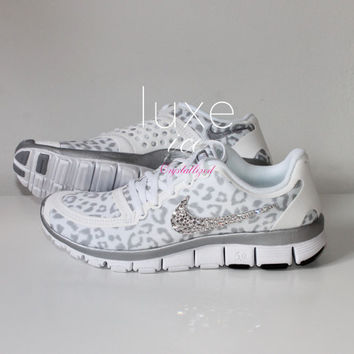 NIKE run free 5.0 v4 shoes w Swarovski Crystals detail - White Wolf Grey 226bc6814af5