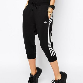 adidas Originals Black Three Stripe Cropped Sweatpants (7 Points Long)