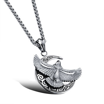 Man's moon and eagle pendant Hangtag of a great hawk spreads its wings Personal titanium steel necklace Orchid chain
