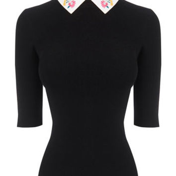 EMBROIDERED RIB COLLAR KNIT