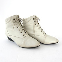 20% off SALE...vintage 80s white leather lace up ankle boots. granny booties.