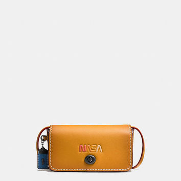 Dinkier in Glovetanned Leather With Embossed Space