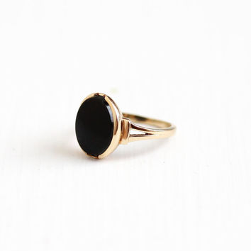 Vintage 10k Rosy Yellow Gold Black Onyx Ring - Classic Art Deco 1940s Size 6 1/4 Black Oval Gemstone Fine Jewelry