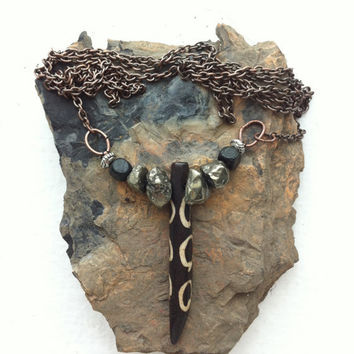 Single black and white horn spike on copper necklace with pyrite beads - Volcano Store