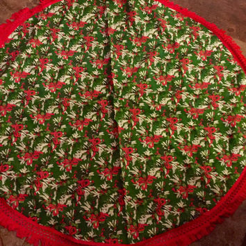 Vintage Christmas Tablecloth, Handmade Vintage Tablecloth, Crocheted, Retro Christmas Linens, Excellent condition.