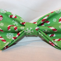 Girls Candy Cane Hair Bow. Christmas Hair Bow. by Alexisessories