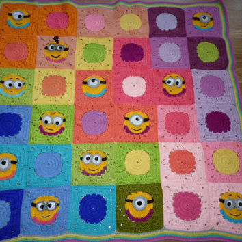 Crochet baby blanket pattern with granny square minion motifs, colourful minion afghan, baby minion crochet, INSTANT DOWNLOAD PATTERN,