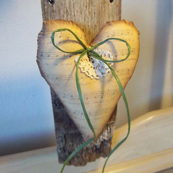 Door hanger, primitive heart, reclaimed whiskey barrel wood, wall decor, grungy cloth heart, Easter gift, shabby ornie, housewarming gift