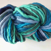 Self striping yarn, 3-4 wpi yarn,  500g, 116m, 127 yds, super chunky yarn, super bulky yarn, merino yarn, super fat yarn, blue merino yarn,