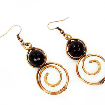 Round Black White Spiral Dangle Copper Earrings, Everyday Wire Wrap Modern Jewelry, Hand-Forged Metal Work Cute Women Jewellery Made by Hand