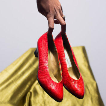 ruby red/ classic /reptile skin/kitten heel/ round toe/ Evan-Picone/ italian/ stacked heel/pumps /size 6.5 shoe