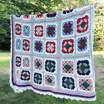 Vintage crochet afghan throw blanket in multicolored granny squares - Colorful vintage afghan - Cottage chic - Farmhouse style 81 x 59 in