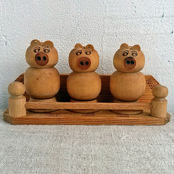 Vintage wooden Salt and Pepper Shakers, 3 pigs, kitchen, cooking setting, housewares range, serving, Salt and Pepper Shakers, Folk, Rustic