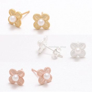 Tiny Pearl & Small Clover Filigree Flower Lace Floral Stud Silver Post Earrings