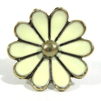 Daisy Cocktail Ring Adjustable Gold Tone Retro Hippie Flower Power RG21 Fashion Jewelry