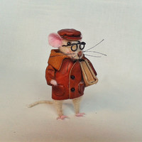 Sweet mouse Little mouse Needle Felted Miniature doll Collectible Soft Sculpture Art Dolls Felt Mice Mouse With Book Mini Animal