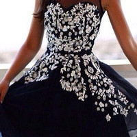 Black Sweetheart Applique Chiffon Strapless Homecoming Dress