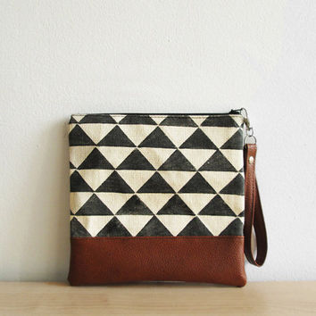 Geometric print clutch Wristlet Black and white Cosmetic bag Zippered Pouch Triangle