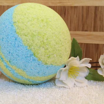 1 Large bath bomb - essential oil - bath - green - blue