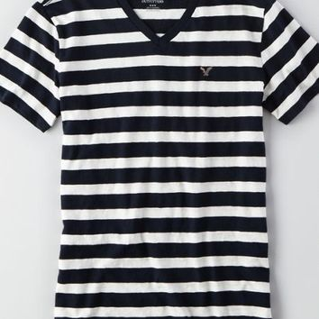 AEO Men's Striped V-neck T-shirt