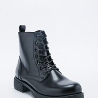 Vagabond Nadia High-Shine Lace-Up Boots in Black - Urban Outfitters