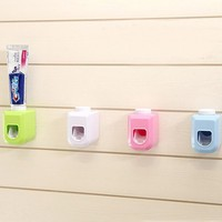 New Automatic Toothpaste Dispenser family Toothbrush Holder bathroom household items toothbrush dispenser bathroom accessories