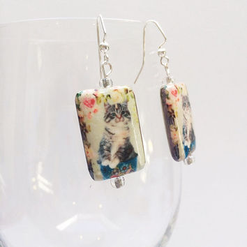 Tabby cat earrings, kitty earrings, cat jewelry, vintage look, dangle earrings, pierced earrings, decoupage, cat lover gift, Victorian