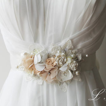 Vintage Style Bridal Wedding Sash in Ivory with Lace, Pearls and Rhinestone,Champagne sash belt