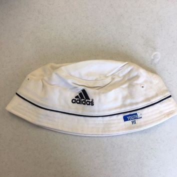 ESBONC. BRAND NEW ADIDAS WHITE BUCKET HAT YOUTH FIT SHIPPING
