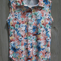 SALE - Vintage top - sleeveless button-up blouse with floral print