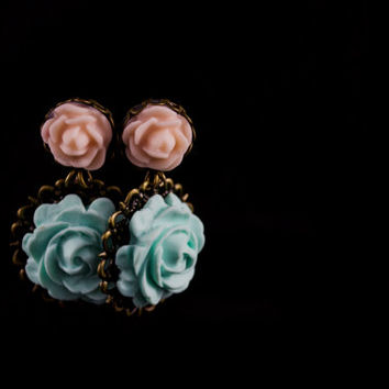 Rose Earrings. Mint Green & Peach Flower Dangles. Antique Brass. Wedding Jewelry. Bridesmaid Gift. Polymer Clay Rose Earrings Flower Jewelry