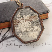 Rose Lace Locket, Vintage Silk Embroidery Net Lace Display, Antique Copper Locket Pendant, Octagon Shape, Romantic, Victorian