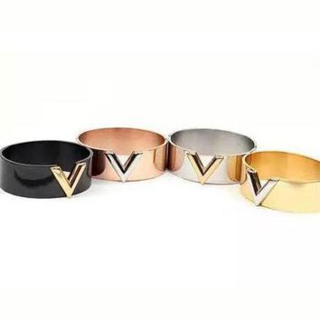 ONETOW LV Woman Fashion V Letter Plated Bracelet