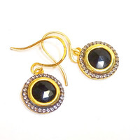 Black cut crystal and rhinestone drop earring, simple but elegant.great with a little black dress, gold earrings