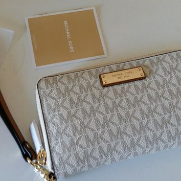 Bnwt Michael kors jet set Large Flat Multifunction Phone Case Wristlet vanilla