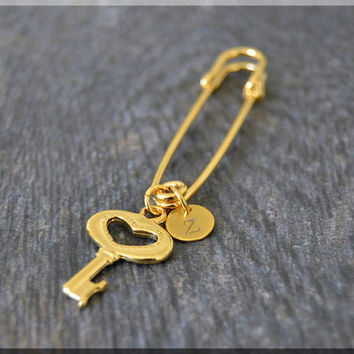 Gold Personalized Heart Key Charm Kilt Pin, Initial Charm Scarf Pin, Key Charm Brooch, Letter Key Pin, Personalize Safety Pin Brooch