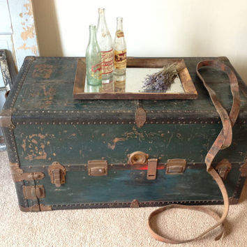 1950's Vintage Steamer Trunk/Wardrobe/Clothing Display/Coffee Table