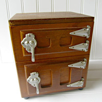 Vintage Wooden Mini Ice Box Use for Modern Party Ice Box