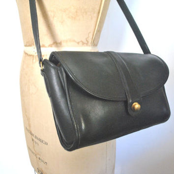 Coach Bag Black Leather Purse / pull button