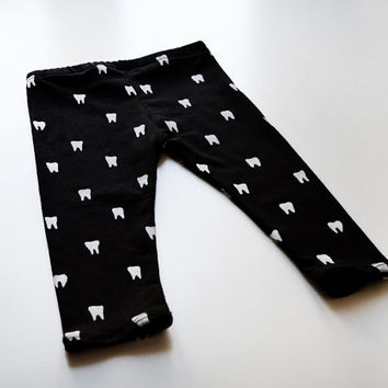 Tooth baby and kid leggings. Hand printed on soft black organic cotton. 0-6m / 6-12m / 12-18m / 2T / 3T / 4T