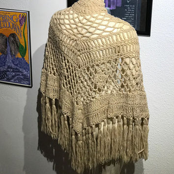 Vintage 1960s Beige Crochet Shawl / Hippie Boho Knit Long Fringe Poncho / Gray Grandma Chic Crochet Wrap /Triangle Shoulder Wrap Scarf Cape