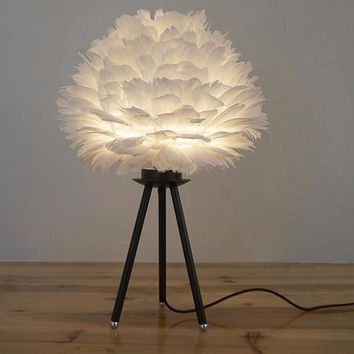 Modern and Creative White Feather Table Lamp
