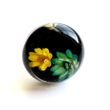 Vintage Straw Flower Bubble Ring Black Blue Yellow NOS New Old Stock Deadstock Adjustable Band Embedded Lucite Hippie Boho Made in Korea