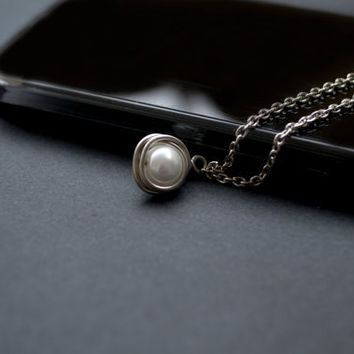 Pearl Necklace. Wire Wrapped Pearl Pendant. White Pearl Jewelry. Wedding Jewelry. Bridesmaid Gift. Best Friends Necklace