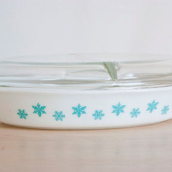 Vintage Pyrex Turquoise Snowflake Oval Divided Casserole with Lid, Blue Pyrex Serving Dish, 1 1/2 Quarts